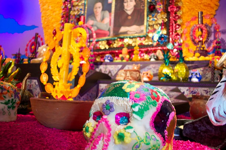 1280px-dia_de_muertos_candy_skull_and_altar