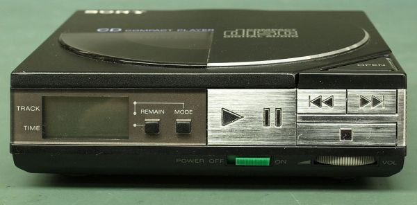 Discman Sony D50/D5 de 1984 (Fotografía propiedad de Binarysequence)