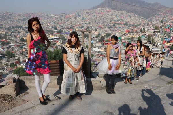 """Red acción: Performance """"Las mujeres pobres de la periferia no somos desechables"""", estudiantes preparatoria número 128, Ecatepec."""