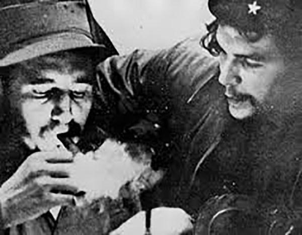 Fidel Castro y el 'Che' Guevara antes de partir de Veracruz a Cuba. /Vanguardia.mx