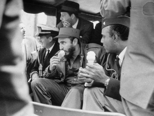 Fidel Castro disfrutando un helado/ Mashable
