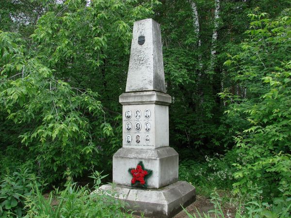 Monumento en el Cementerio Mikhajlov Yekaterinburg del grupo que perdió la vida