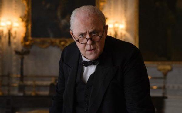 John Lithgow como Winston Churchill