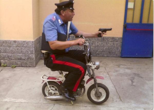 """Solo había presupuesto para la mini-moto, el arma se la tuvo que comprar él """"por la calle""""."""