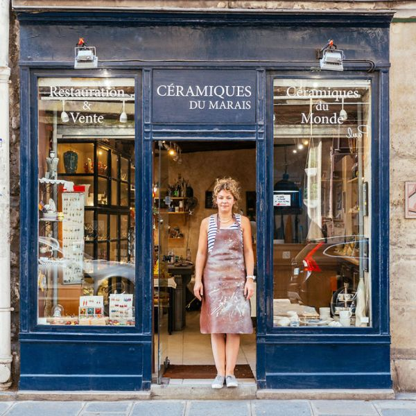 the-story-behind-these-iconic-parisian-storefronts-5809c9360bba6__880