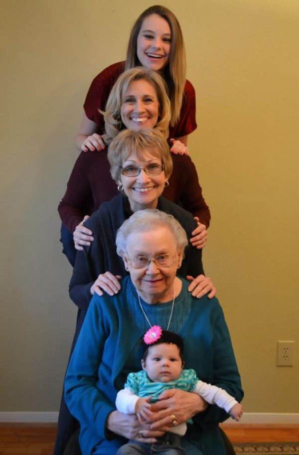 family-portrait-different-generations-in-one-photo-106-5863b856c600f__605