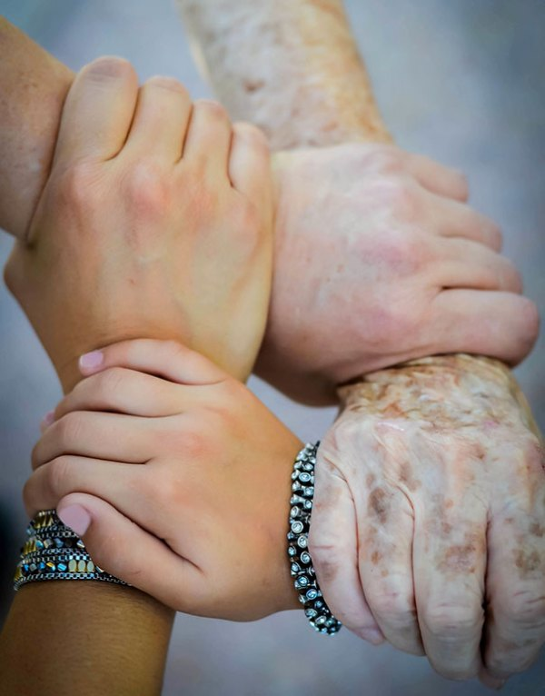 family-portrait-different-generations-in-one-photo-112-5863be1aacbf6__605