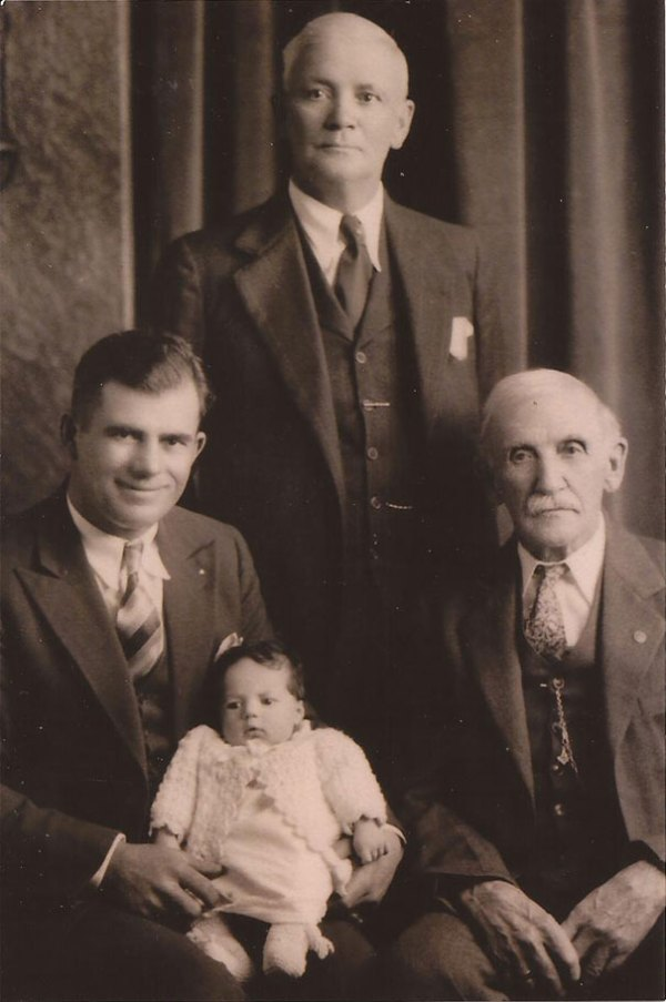 family-portrait-different-generations-in-one-photo-41__605