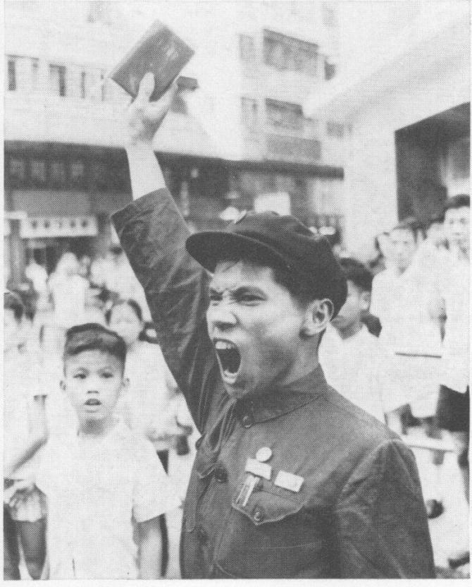 """Uno de los """"Guardias Rojos"""" chinos, un movimiento de masas compuesto sobre todo por estudiantes universitarios y de secundaria, así como trabajadores y líderes del partido revolucionario. El presidente Mao tardó menos de un mes en suspender lo que se conoció como la Comuna de Shangai. Imagen: Cheong-han Aw."""