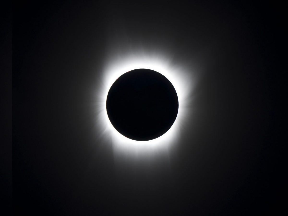 eclipse solar y gemínidas en diciembre