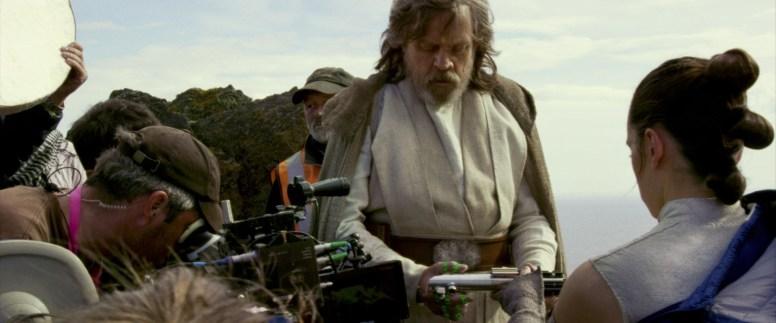Mark Hamill (Luke Skywalker) con Daisy Ridley (Rey) | Imagen: Lucasfilm Ltd...©2017 Lucasfilm Ltd. All Rights Reserved