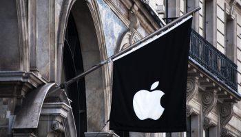 Logo de Apple en una Apple Store