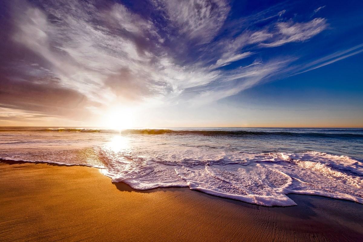 El turismo es el principal causante de la basura en las playas