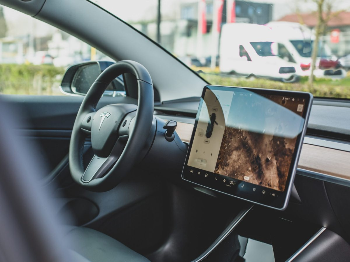 Sistema de informacion y entretenimiento Tesla Model 3