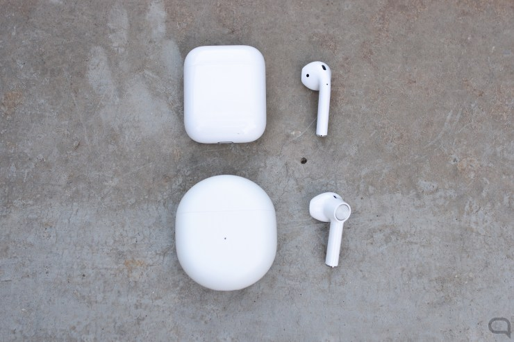 Apple AirPods y OnePlus Buds