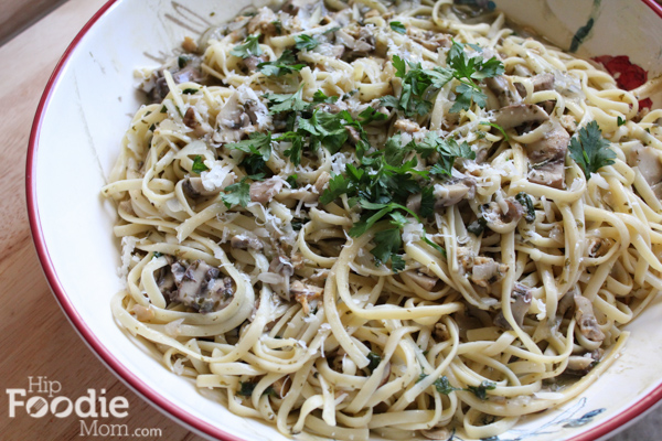 Delicious Linguine with Mushrooms and Clam Sauce!!! So easy to make! Have dinner on the table in under 30 minutes!