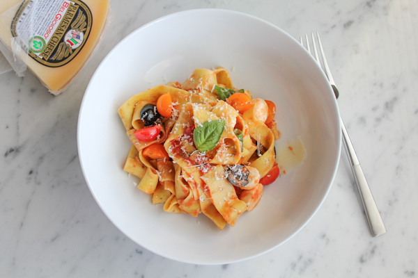 Pappardelle with tomatoes and basil wcheese | HipFoodieMom.com