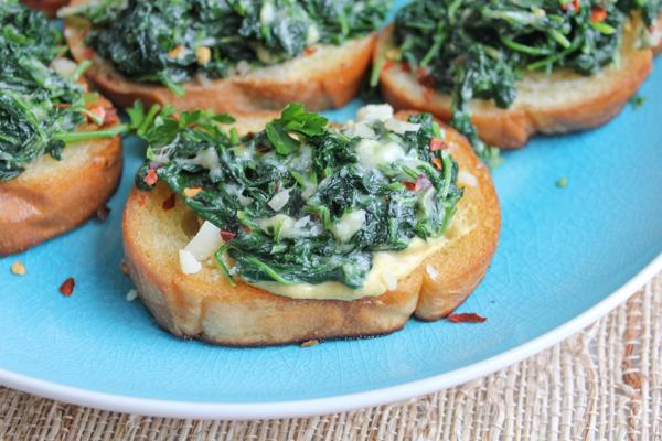 Creamed Kale Crostini_upclose | HipFoodieMom.com