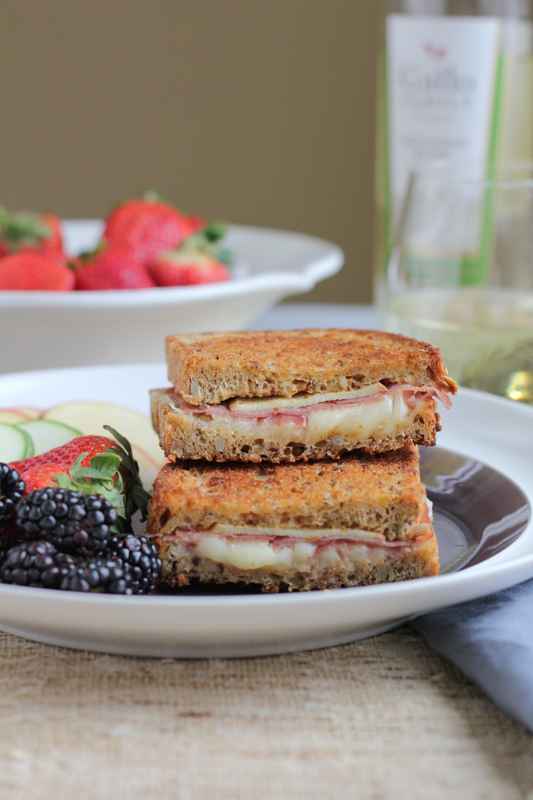 Apple Prosciutto and Gruyere Grilled Cheese_vert_landscape