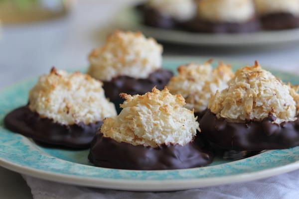 Gluten Free Chocolate Coconut Macaroons_main | HipFoodieMom.com