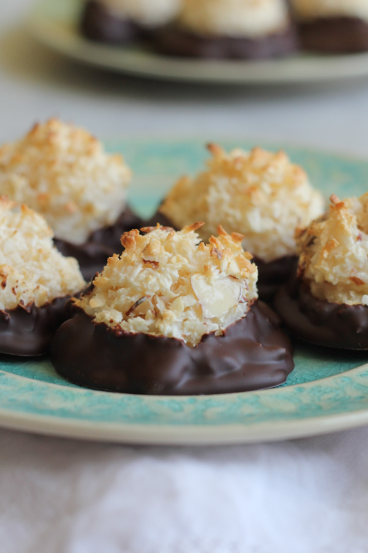 Gluten Free Chocolate Coconut Macaroons_vertical | HipFoodieMom.com