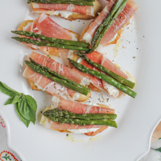 Asparagus and Prosciutto Crostini for Mother's Day! So simple to prepare and delicious!