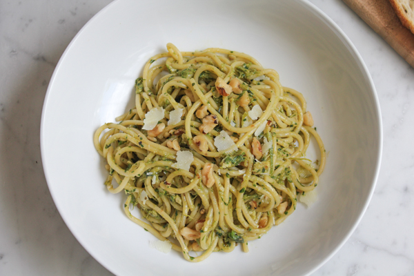 Spaghetti with Asparagus Pesto and Walnuts_main