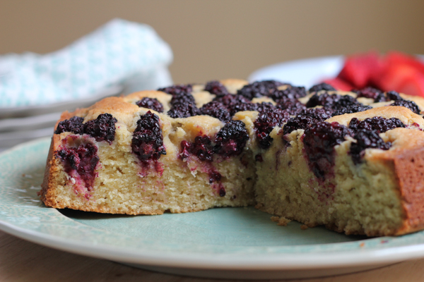 Wow family and friends with this Blackberry Almond Cake. So EASY to make and delicious! #baking