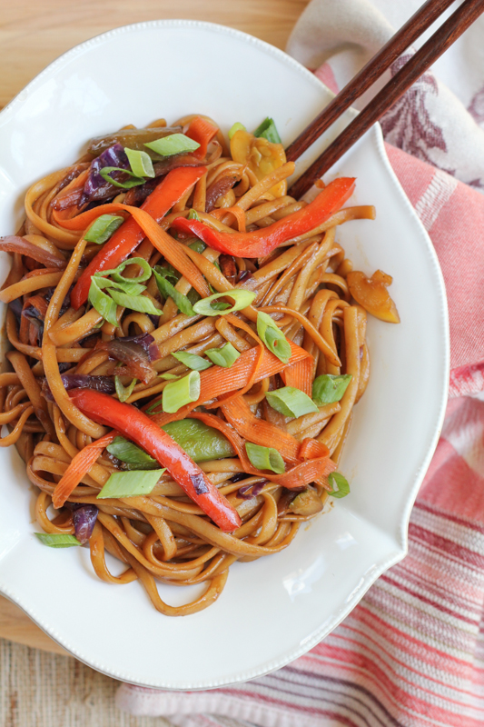 Make one of your favorite Chinese food take-out dishes at home, in under 30 minutes! Vegetable Lo Mein by Hip Foodie Mom