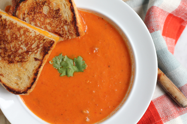 Roasted Red Bell Pepper Soup!! Packed with slow roasted red bell peppers, potatoes, celery and onions, this soup is just the thing you need to fill you up on a cold day. Comfort in a bowl right here.