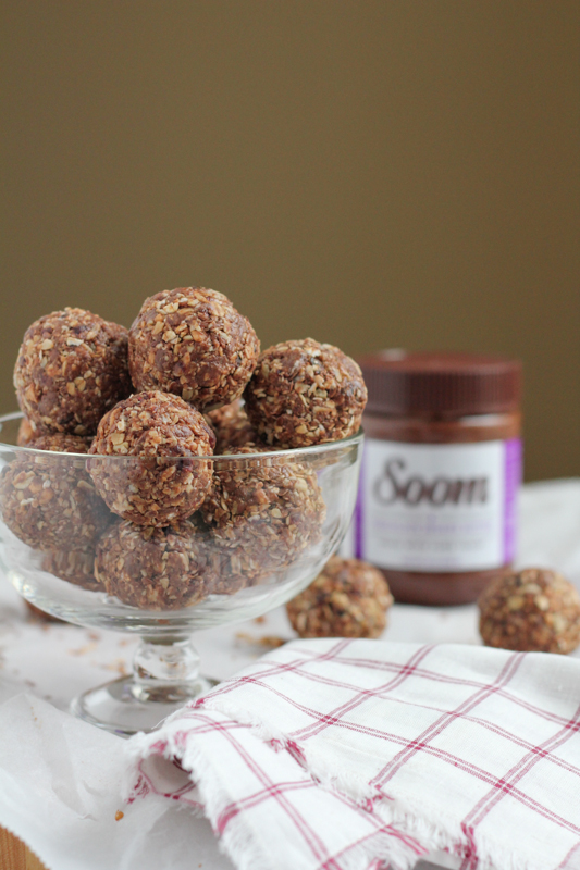 No-Bake Chocolate Sesame Butter Flaxseed energy bites! Packed with ingredients that you can feel good about, these are just the burst of energy you need! #giveaway #energybites #nobake