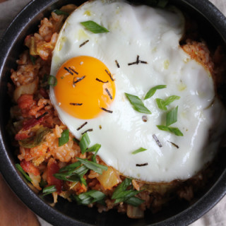 Kimchi Fried Rice (kimchee bokkeum bap)! Filled with bacon bits, kimchi & topped with a fried egg. You've got to try this.