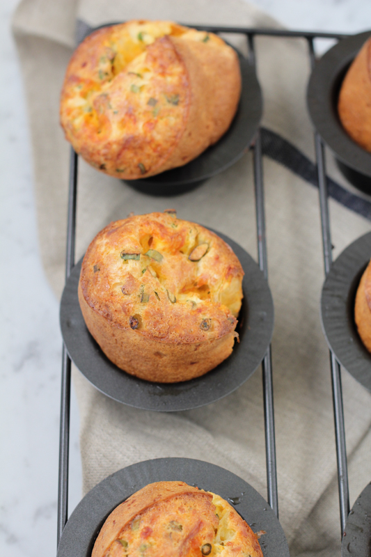 This sharp cheddar cheese and chive popover recipe is absolutely a-ma-zing . . . This is as close to FOOL-PROOF as popovers can be! YUM! #popovers