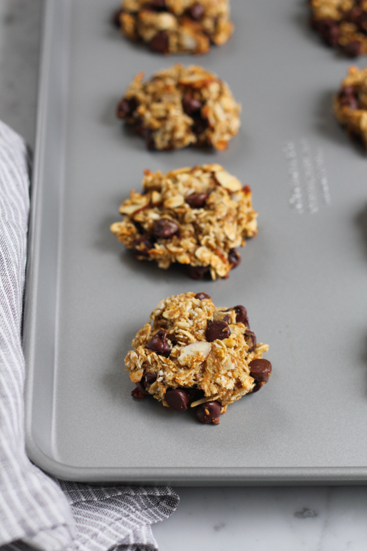 No butter, no eggs, no sugar but packed with nutrition and natural sweetness, these SKINNY Banana Oat Flaxseed Cookies are just waiting to be baked! You've got to try these!! #brunchweek #cookies #vegan #glutenfree