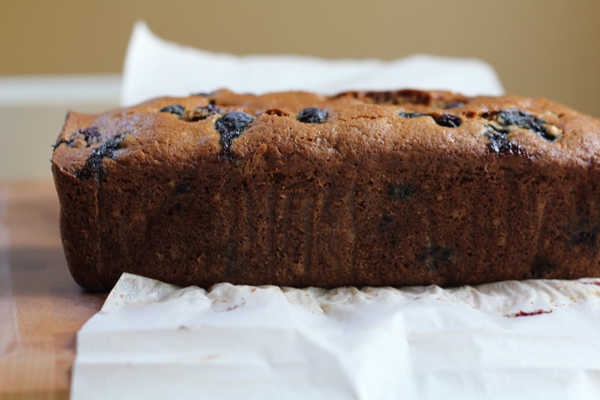 Gluten Free Blueberry Banana Bread with flaxseed meal! This bread is so moist, flavorful and nutty! So good and uses NO BUTTER!!! So good and so easy to make! #glutenfree
