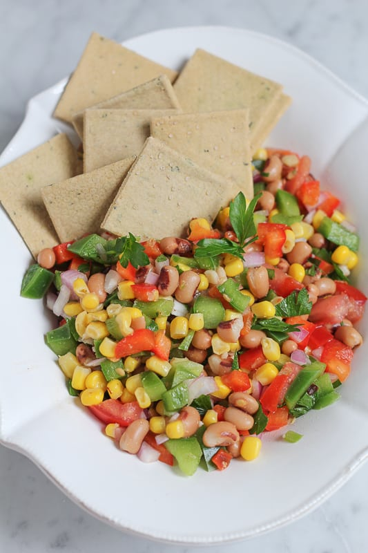 A bowl of Texas Caviar with crackers.