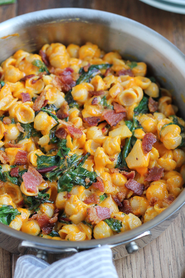 EASY Pumpkin Mac and Cheese with sautéed apples, swiss chard, bacon and cheddar cheese. Delicious and ready in under 30 minutes! #mixinMonday