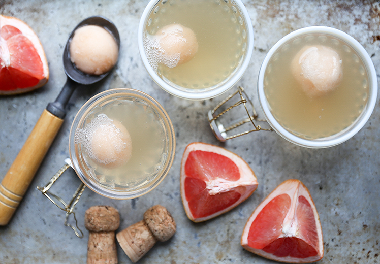 Champagne-Grapefruit-Floats and 25 Cocktails for New Years Eve!! Whether you are looking for a cocktail, or mocktail, this round-up is for you! Happy New Year's Eve!!!