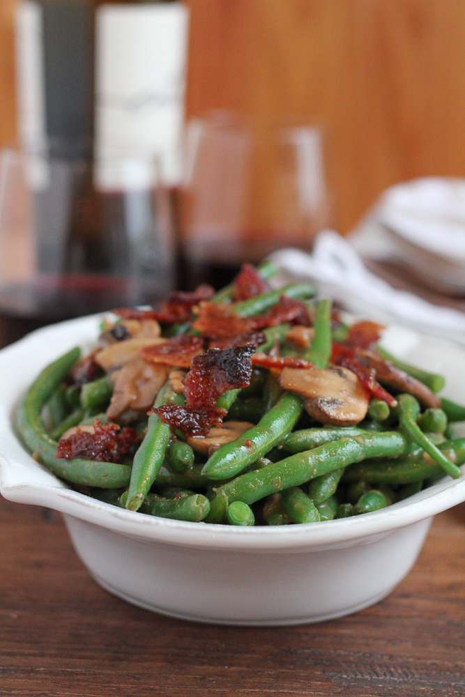 Balsamic Green Beans with Candied Bacon!! Take your side dish game up a few notches! And try adding a splash of vanilla extract into your savory dishes this holiday season! It's amazing! #ad