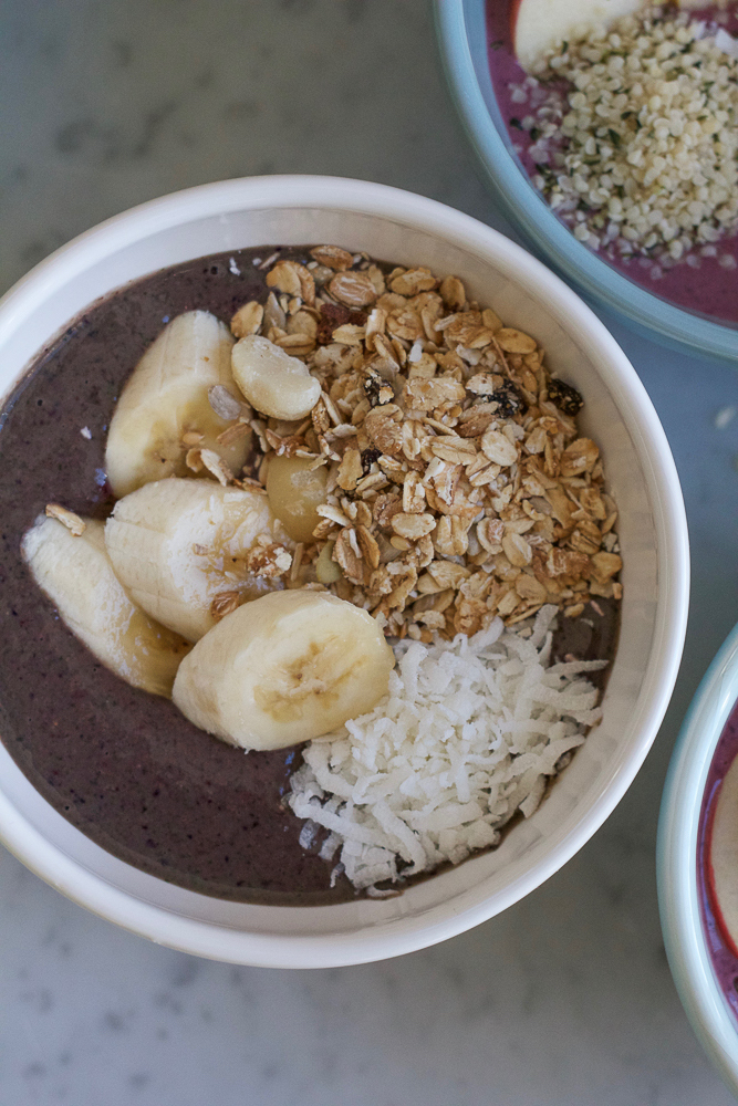 Start off the New Year right!! Try this Superfood Smoothie Bowl!! Packed with leafy greens, berries, fruit, hemp seeds and more!!