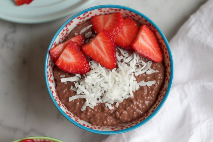 Chocolate Chia Breakfast Pudding! Start off your morning with this protein packed chia pudding! So filling and delicious, you'll be making chocolate pudding every morning for breakfast!