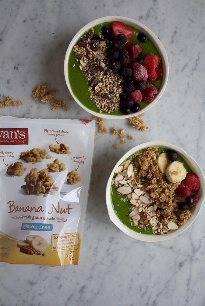 Banana Nut Granola Smoothie Bowl! Start off your morning the right way with this! A green spinach, flax and mango smoothie bowl topped with bananas, fresh berries, banana nut granola and almonds!