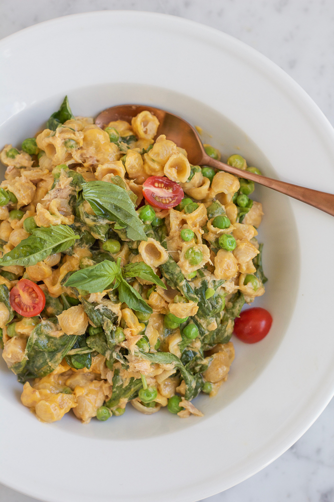 Fancy Mac and Cheese with Spinach and Peas!! Give your regular ole macaroni and cheese a much needed makeover! Mix in some fresh spinach, peas and tuna for some added protein! Your entire family will be asking for seconds!