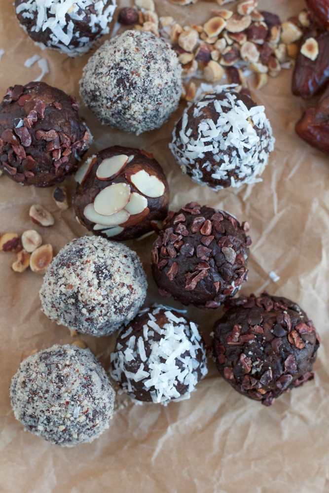 Brownie Date Truffles made with Dole California Whole Pitted Dates! Packed with fiber, protein and covered with energy boosting superfood goodness, you have to try these!