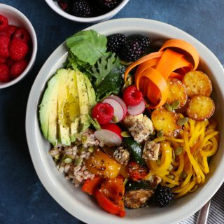 The Best Vegan Buddha Bowl ever!!! Filled with farro, mixed greens and arugula, carrot ribbons, grilled veggies, roasted spiralized golden beets, blackberries and more! This Buddha Bowl is packed with macronutrients and everything good!