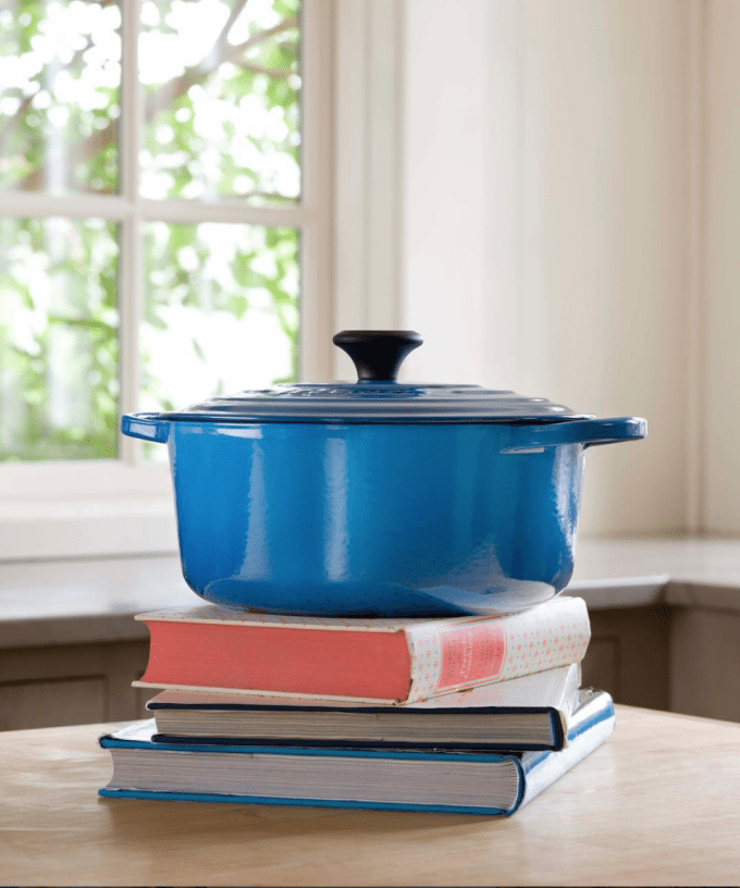 Le Creuset Giveaway! Happy Holidays everyone! I'm celebrating the holiday season with some giveaways just for YOU! Check them out!