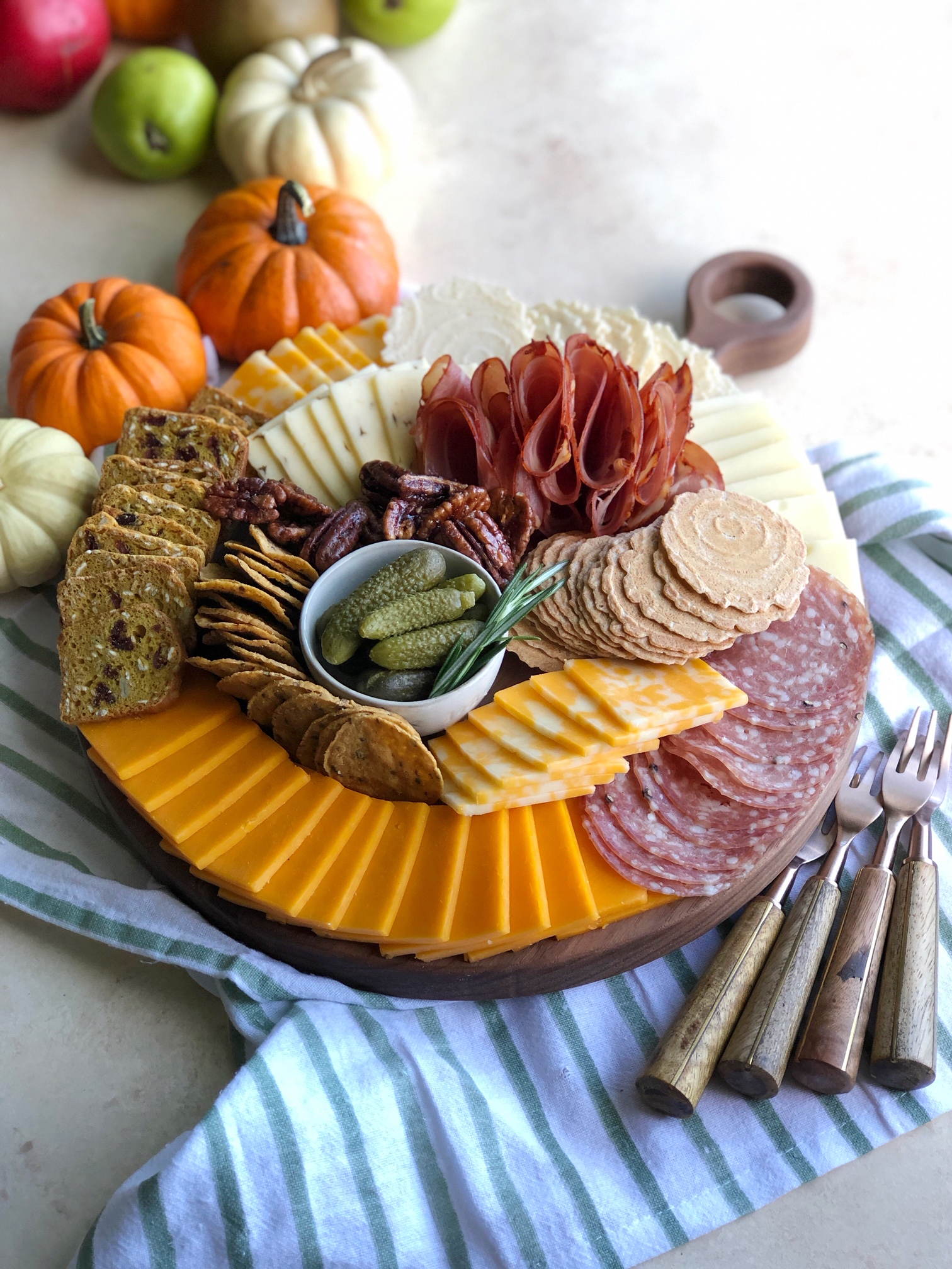How To Make The Perfect Cheese Board! Perfect for entertaining, parties, the holidays and family gatherings! Learn how to assemble one here!