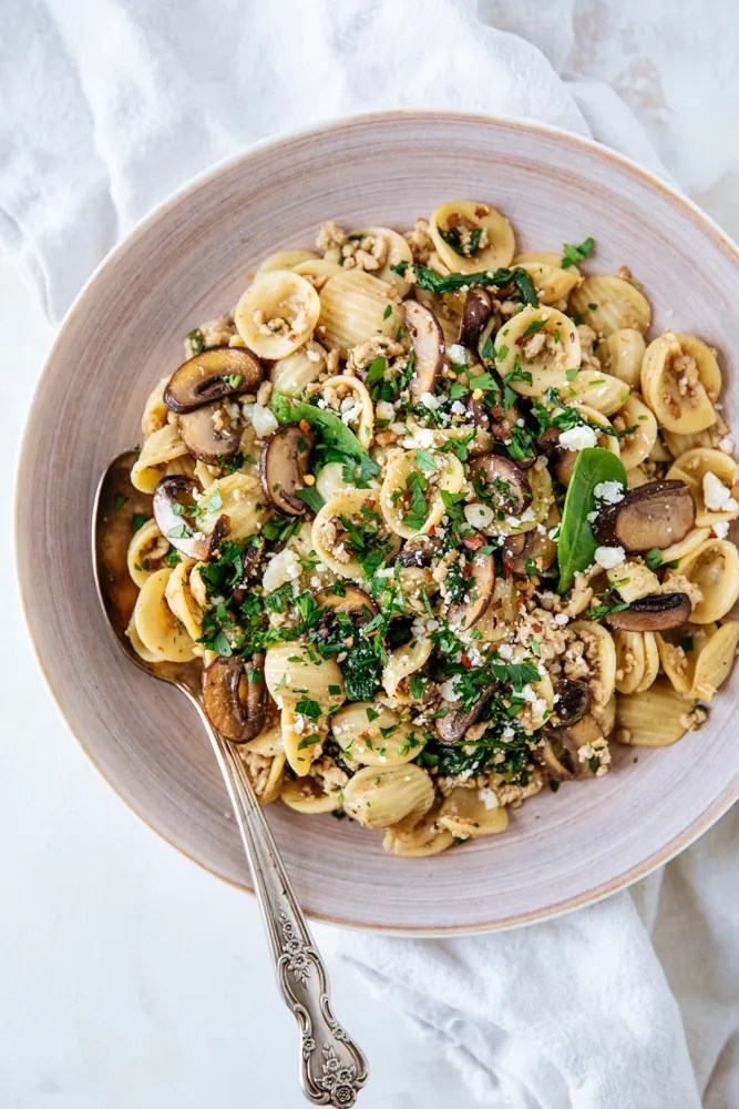 Weeknight Pasta with turkey and spinach! Quick and easy weeknight pasta made with Honeysuckle White Ground Turkey. So rich in flavor and delicious, you're going to want to add this to your family's dinner rotation!