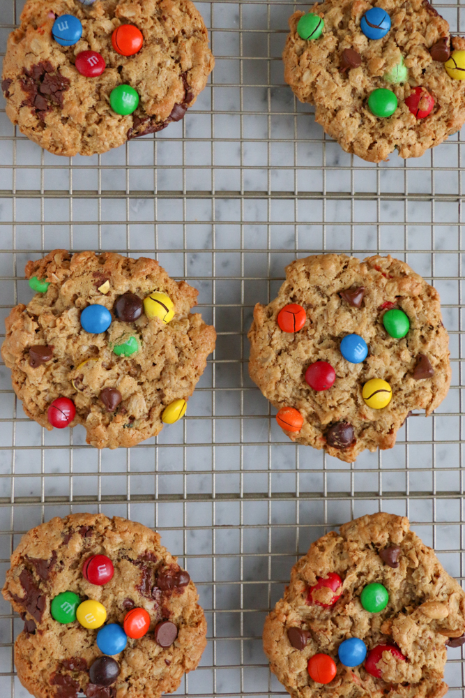 Flourless Cookie Recipe Round Up! For those who don't have any flour at home and are still craving sweets, this list is for you!