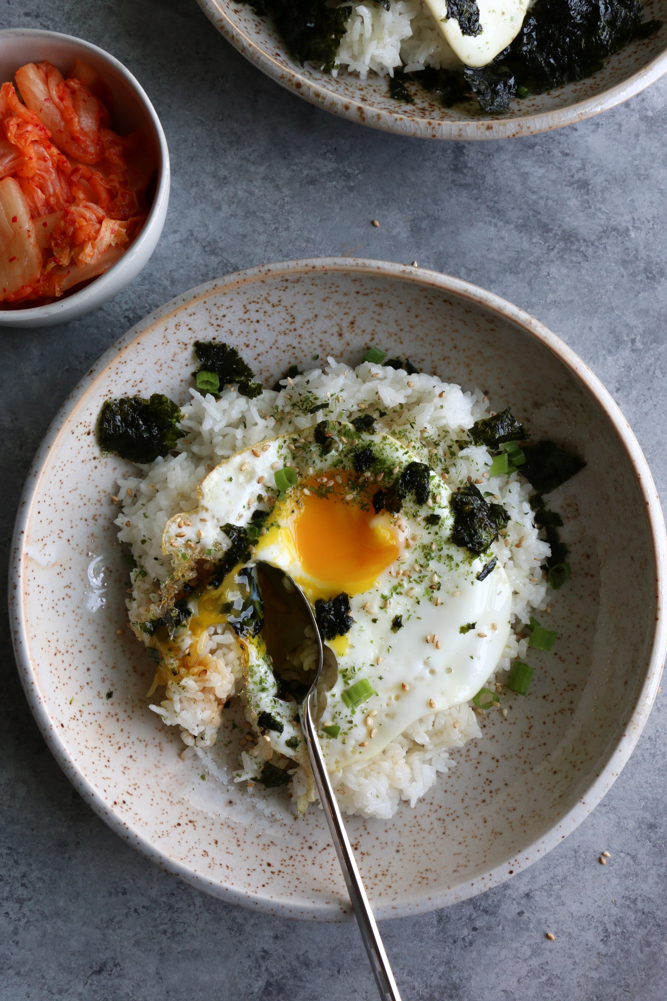 How To Make Korean Rice with Egg. So easy to make and so delicious! Sprinkle some furikake over the top, and mix in the egg!
